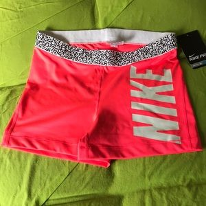 Women Nike Pro Training Shorts Size:L Brand New